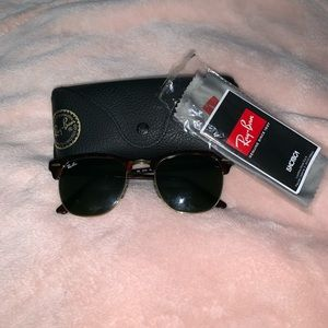 Ray-Ban Sunglasses: Clubmaster